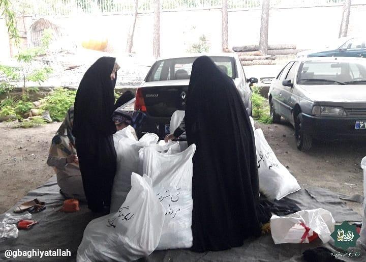 اهداء لباس به سیلزدگان سیستان و بلوچستان توسط قرارگاه فرهنگی جهادی بقیه الله